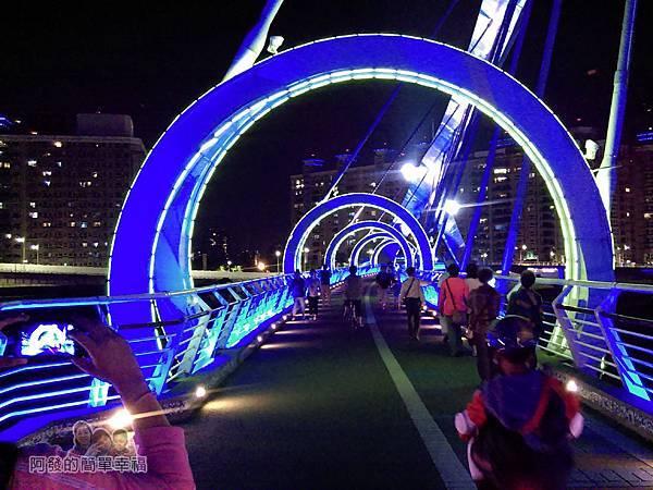 陽光橋-碧潭(夜騎)04-充滿科技與未來的藍色光影