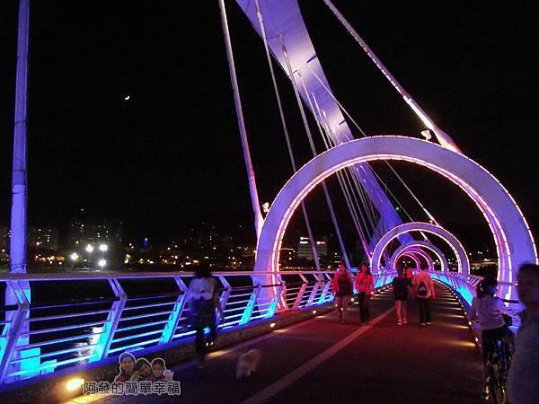 陽光橋-碧潭(夜騎)05-充滿夢幻的紫紅光影