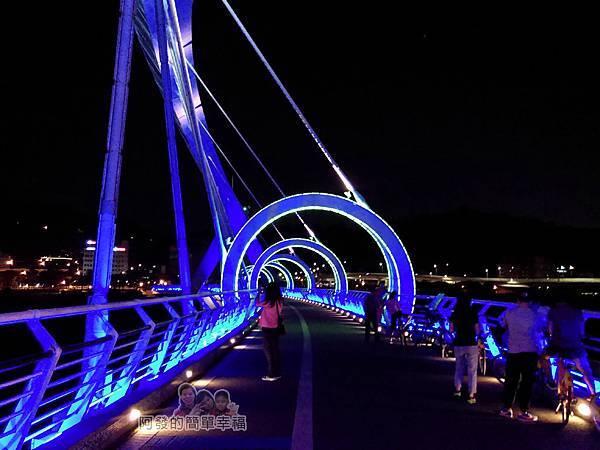 陽光橋-碧潭(夜騎)06-有如穿越時光的拱圈隧道