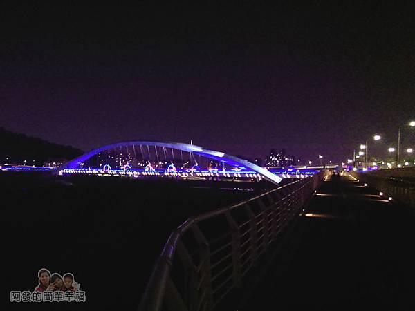 陽光橋-碧潭(夜騎)13-下坡道上的陽光橋