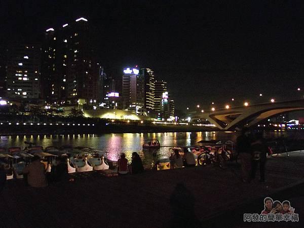 陽光橋-碧潭(夜騎)18-河濱旁愜意的人們