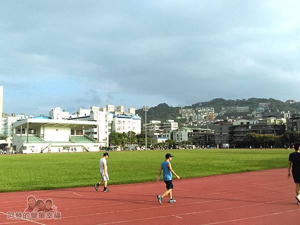 錦和運動公園02-司令台與4百公尺跑道