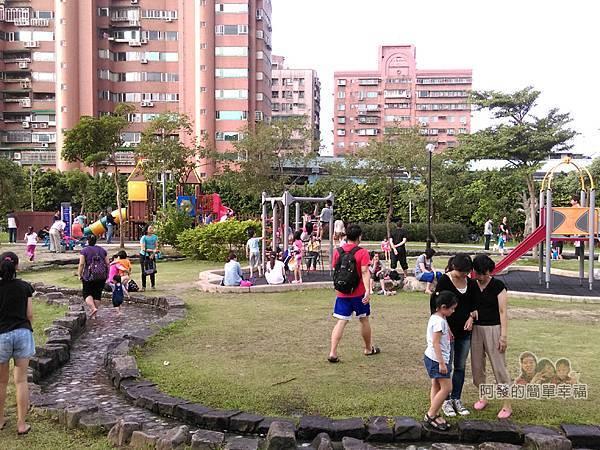 錦和運動公園04-兒童遊戲區與體健設施區