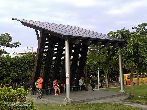 錦和運動公園05-木構光電涼亭