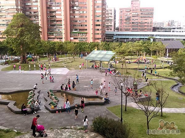錦和運動公園11-溜滑梯上鳥瞰公園一景