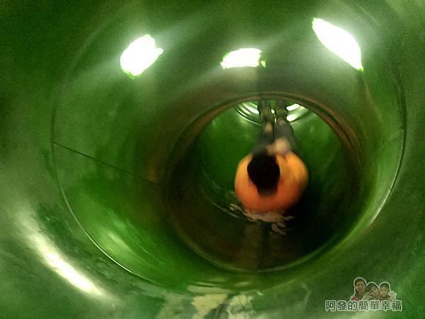 錦和運動公園14-隧道溜滑梯內部