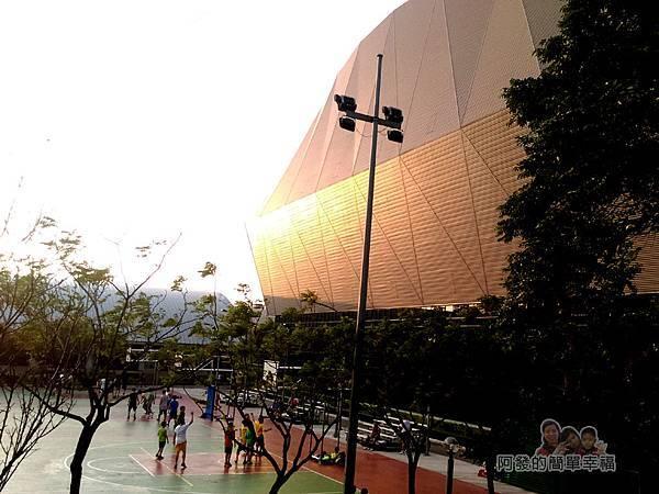 錦和運動公園27-中和國民運動中心與籃球場