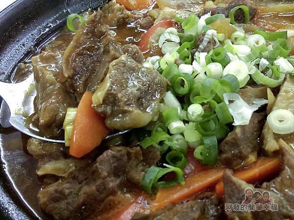 好口味食坊22-紅燒牛腩煲特寫