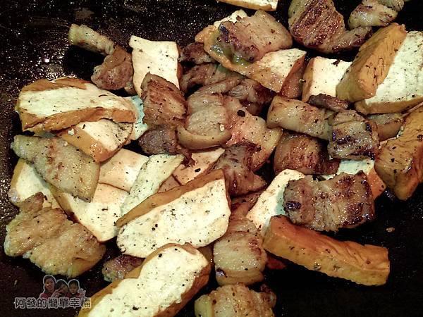 醬炒三層肉04-炒肉與豆干