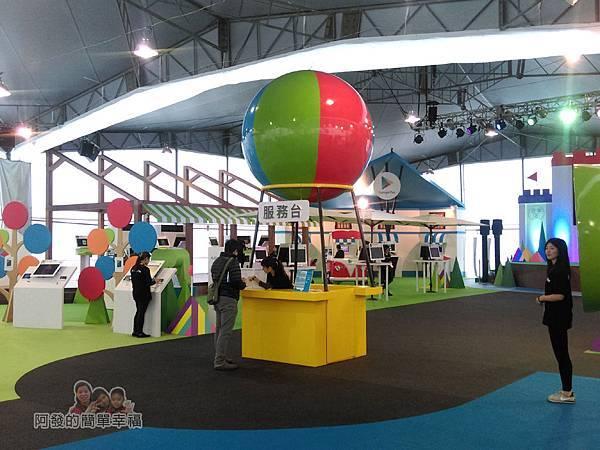 Google Play 遊樂園13-特色景觀之一-服務台-另一角度