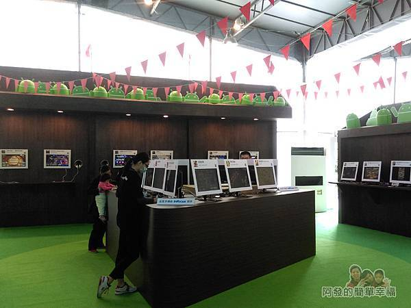 Google Play 遊樂園35-玩家殿堂區-許多Android小綠人的造型