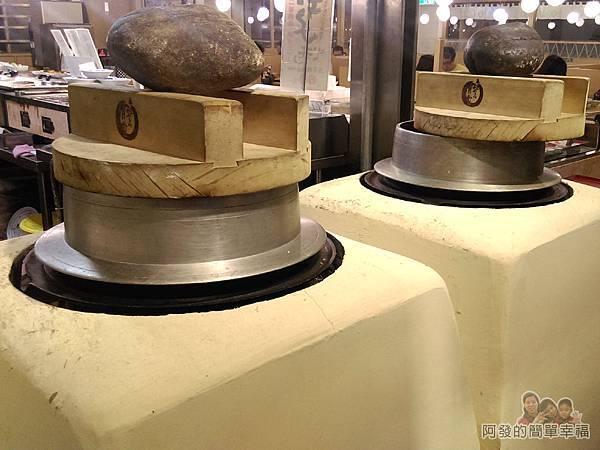 晶冠食堂11-煮米的爐灶
