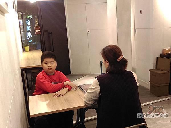 美希屋08-店內環境-大門看出去就是小凱悅
