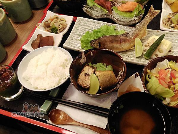美希屋24-香魚(甘露煮x烤雙拼)定食