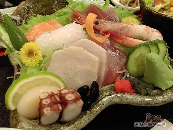 美希屋30-生魚片定食-生魚片盤-應有盡有的一盤