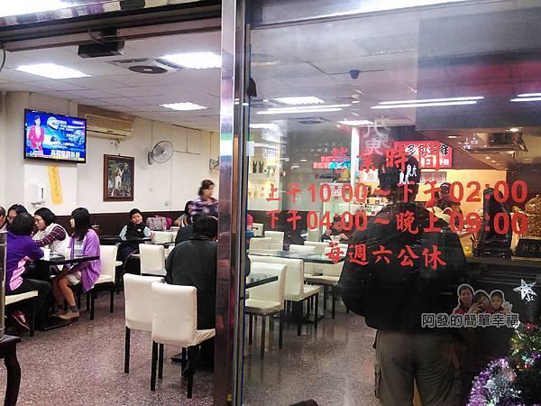 魚多多食堂03-店內人潮與用餐環境