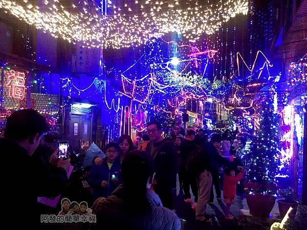 吉慶里聖誕巷11-滿滿的人潮充滿歡樂的氣氛