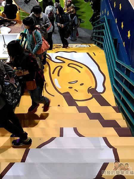 蛋黃哥懶得展43-蛋黃哥遊台灣-通往8樓手稿區的階梯