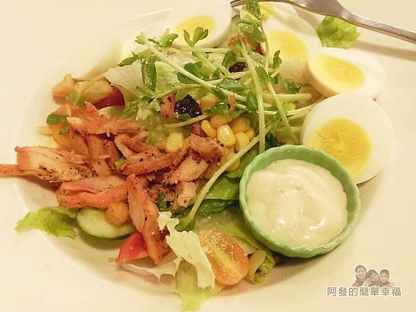 窩在一起28-輕食沙拉-煙燻雞肉水煮蛋生菜沙拉(凱撒醬)