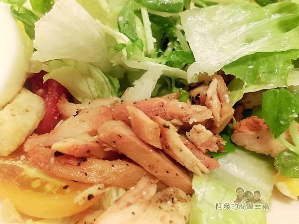 窩在一起29-輕食沙拉-煙燻雞肉水煮蛋生菜沙拉特寫