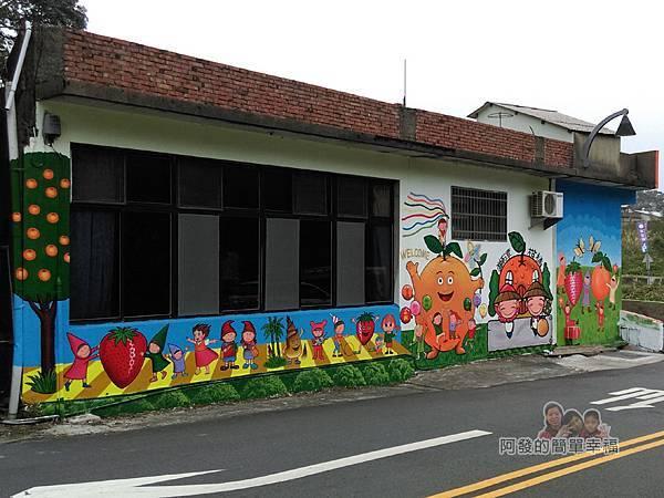 苗栗獅潭彩繪33-新店四橋前的房屋牆面彩繪