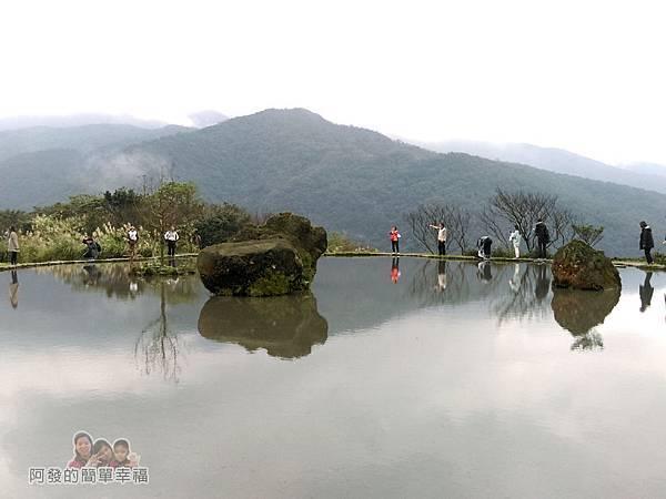 八煙聚落28-水中央周邊遊客們不停取景拍照留念