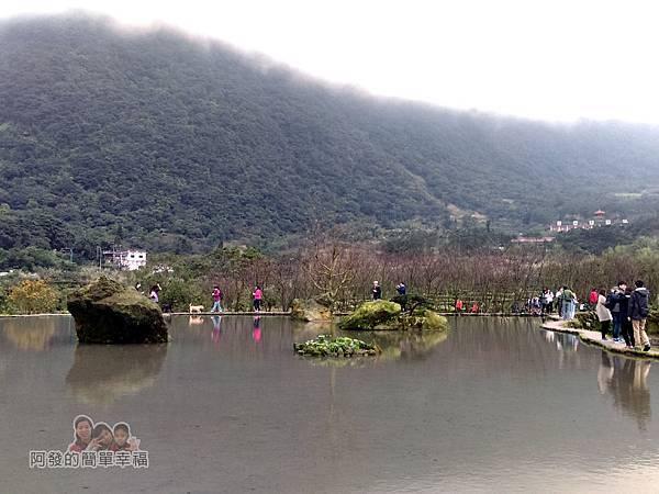 八煙聚落30-水中央底往回看的景色
