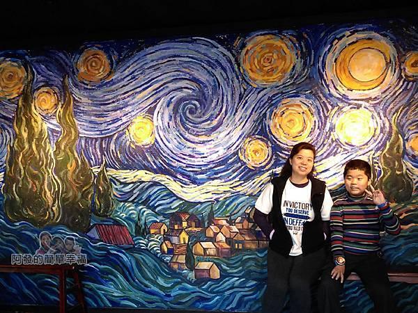 擁恆文創園區32-星空美食館內〝星夜〞為概念的繪畫牆面