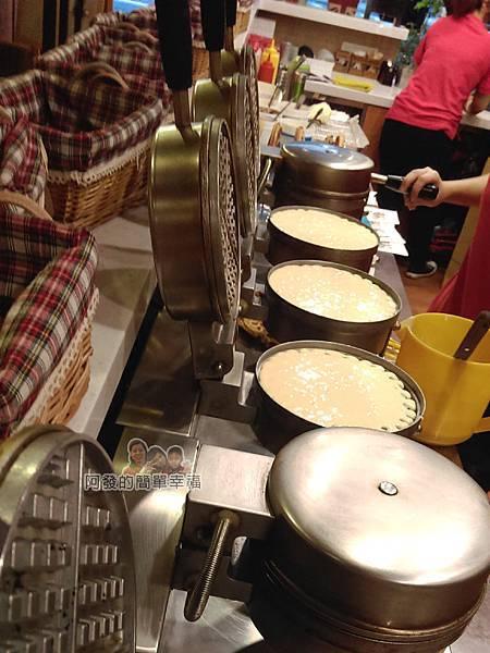板橋小木屋鬆餅09-烤製中的鬆餅