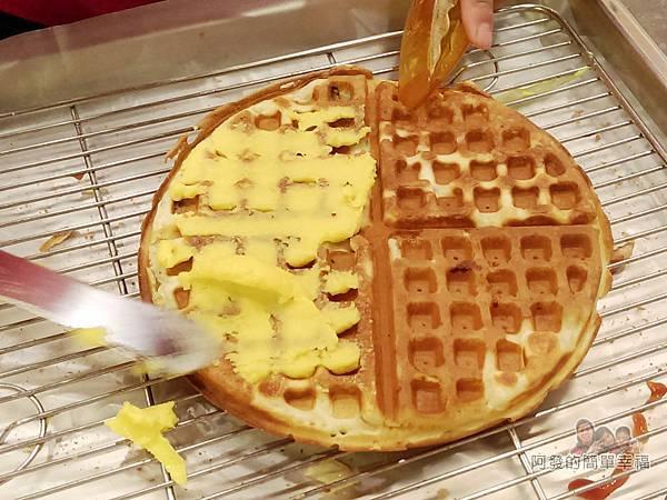 板橋小木屋鬆餅11-製作中的甜味鬆餅