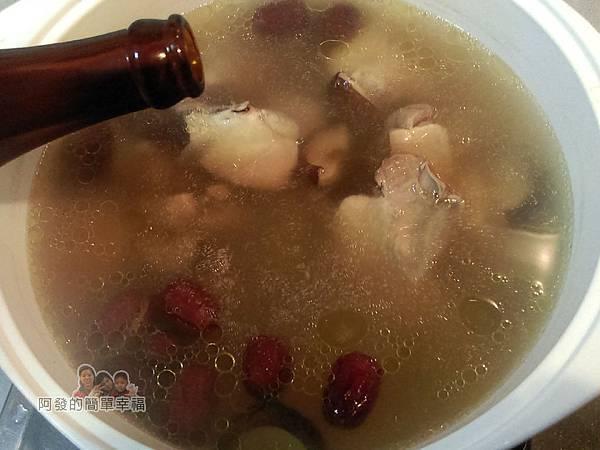 紅棗香菇雞湯10-下薑片一茶匙半鹽2大匙米酒