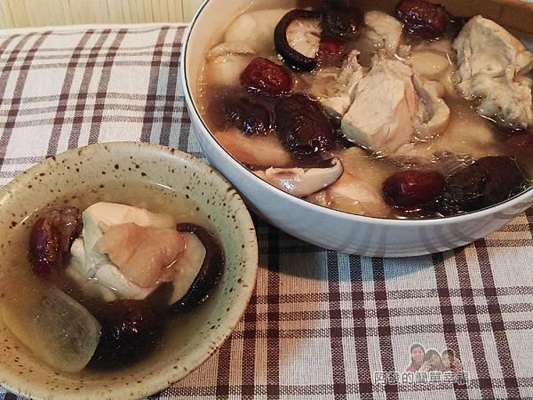 紅棗香菇雞湯12-盛碗