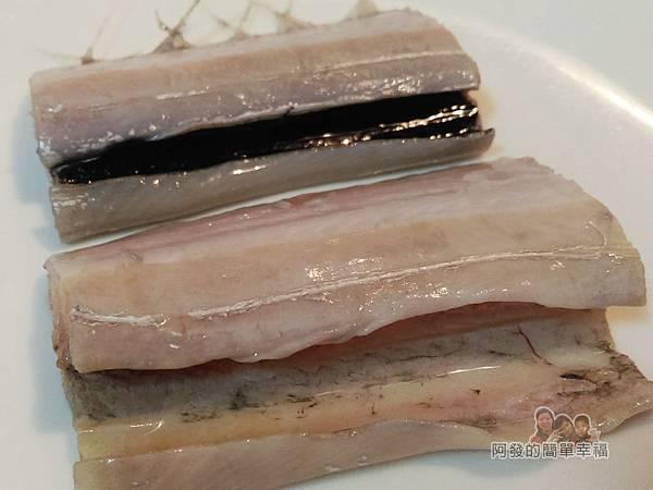 香煎白帶魚05-白帶魚去去內臟黑膜血水