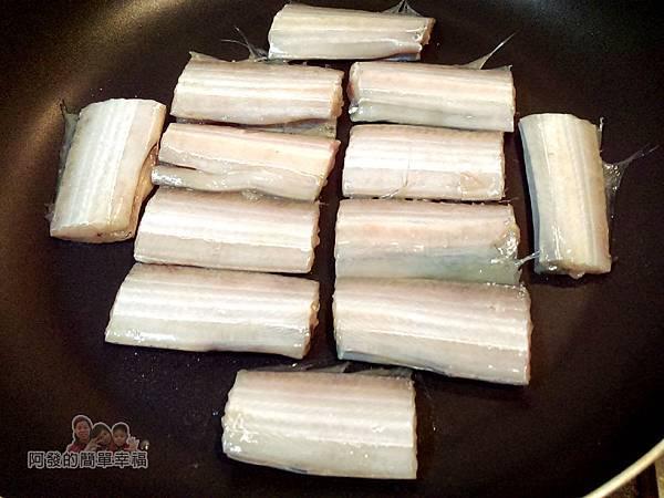 香煎白帶魚09-熱鍋關火排好