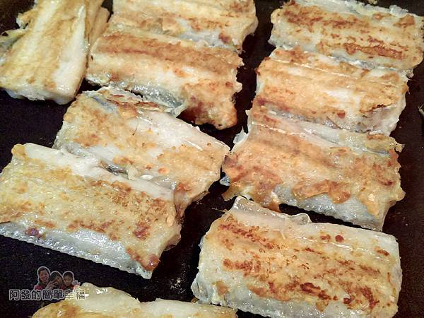 香煎白帶魚10-蓋上鍋蓋煎4分鐘翻面