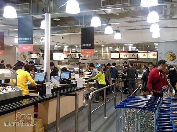 IKEA(早餐)04-採取自助式的點取餐方式推推車取餐