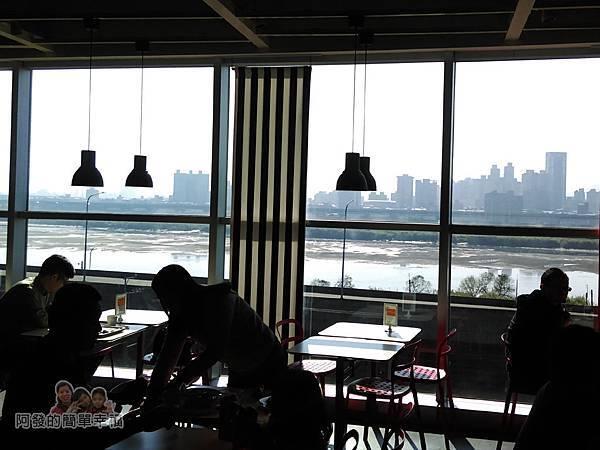 IKEA(早餐)21-落地窗外為大漢溪