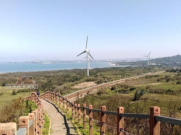 苗栗縣後龍-好望角27-舊砲塔(碉堡)往下的棧道一景