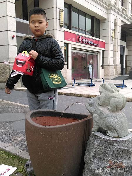 竹北-春上布丁蛋糕02-門前青蛙造型的洗手缸