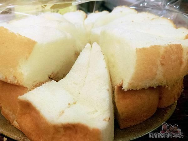 竹北-春上布丁蛋糕12-試吃區-原味蛋糕特寫