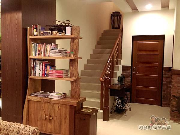 好客三星民宿15-通往二樓的階梯