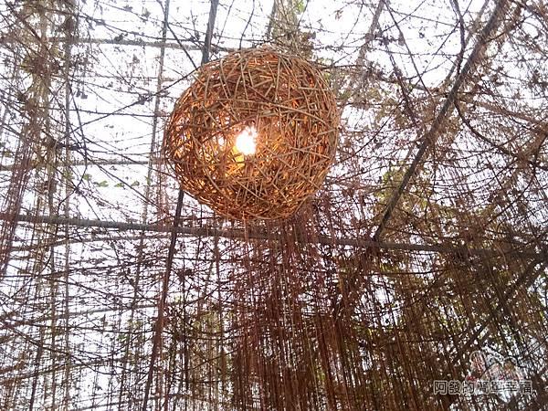 台北花卉村14-珠簾走廊-藤編燈球