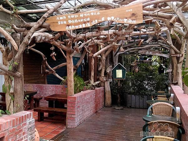 台北花卉村19-森林派對咖啡館-又像是森林裡的用餐區