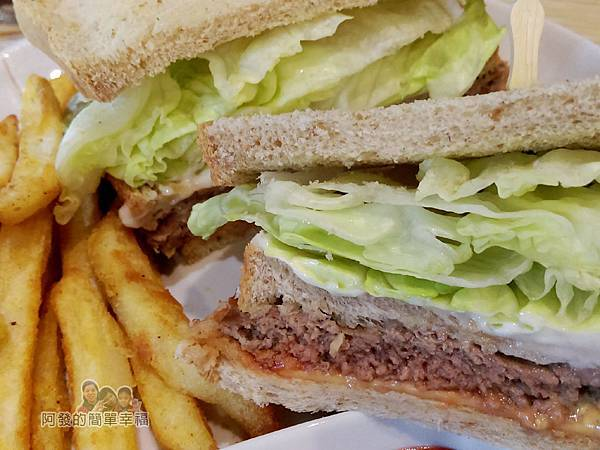 WingFlight飛鏢簡餐15-牛肉起司美式三明治切面