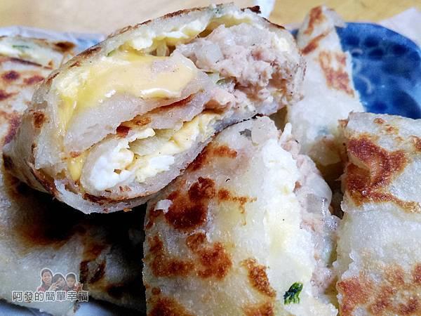 芳林早餐08-鮪魚起司蛋餅剖面
