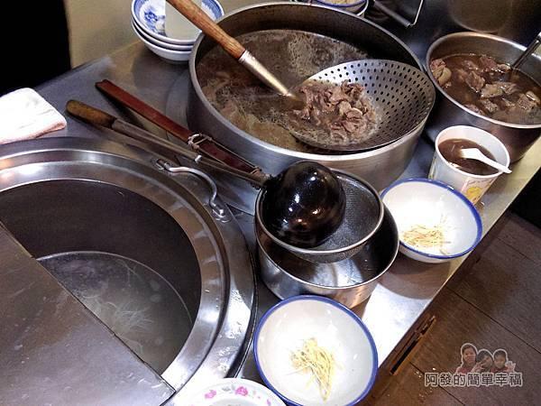 蔡記岡山羊肉06-料理台