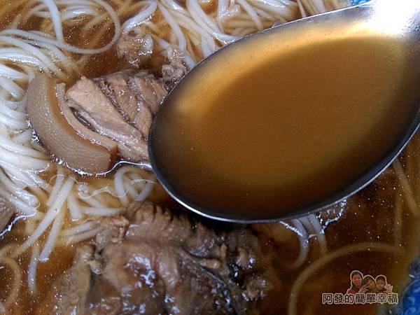 蔡記岡山羊肉13-燉肉麵線-湯頭