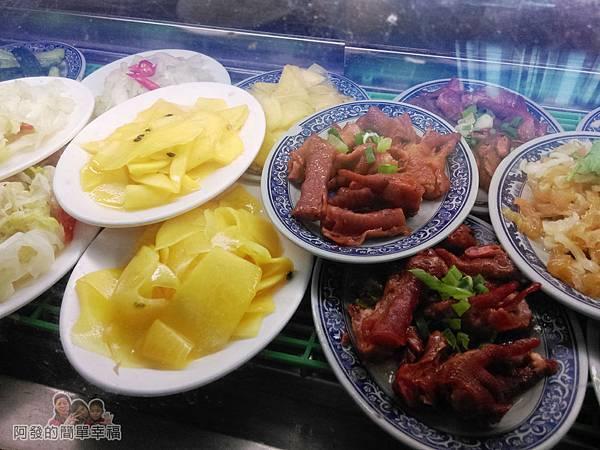 福珍排骨酥麵04-小菜區