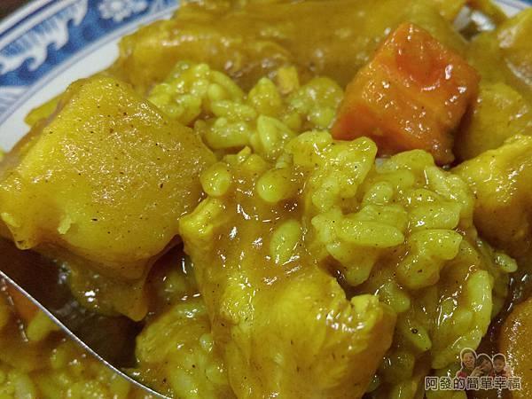 福珍排骨酥麵09-咖哩雞肉飯特寫