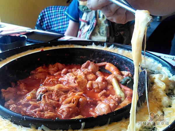 OMAYA春川炒雞33-李光洙(雙倍起司)春川炒雞鍋-牽絲的模樣